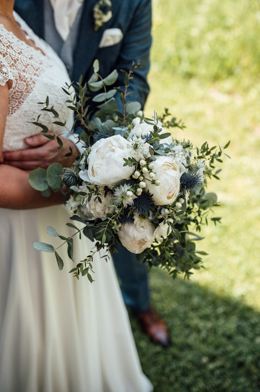 Brautstrauß aus saisonalen und regionalen Blumen