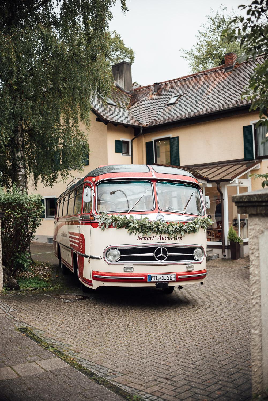 Oldtimer Bus bei einer Hochzeit am Ammersee